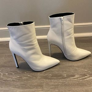 Tony Bianco Freddie Bootie - White sz 8 (in box)